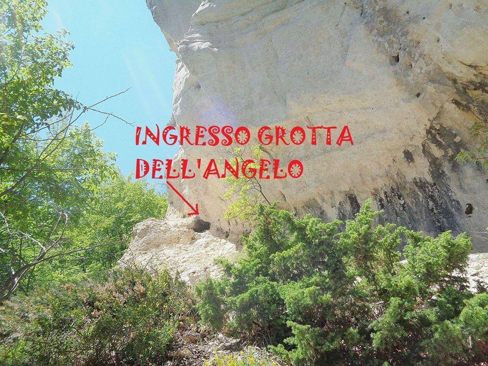 Grotta dellAngelo 14# Valle del Foro, Majella: immergersi nella natura.