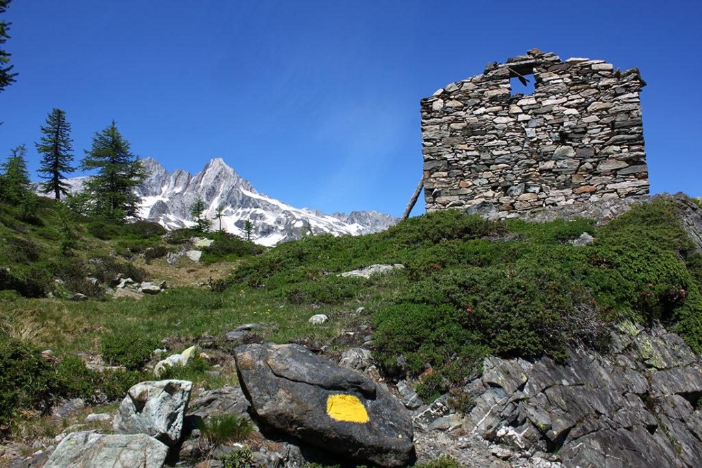 Rifugio abbandonato all'alpe Zocca in Val Malenco