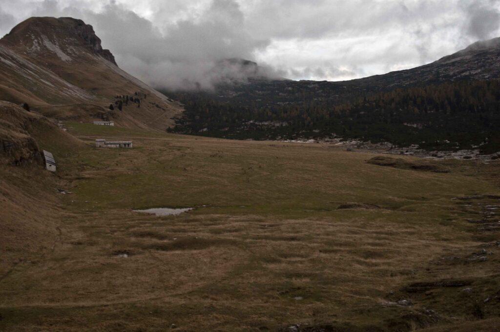 Sentiero CAI 851. Piani Eterni, Casera Brendol e il sentiero verso Forcella Pelse