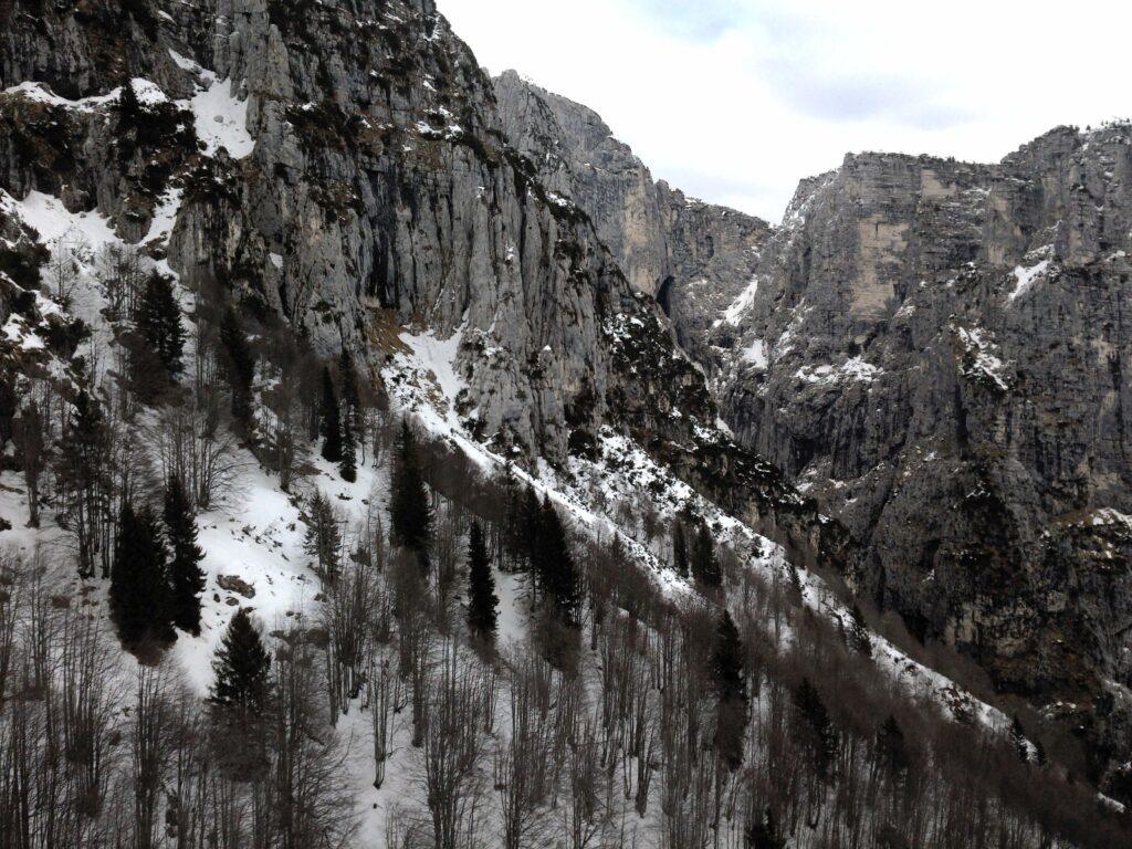 Vista dalla Forzela de le Canevuze, Monti del Sole, Zimon de Peralora