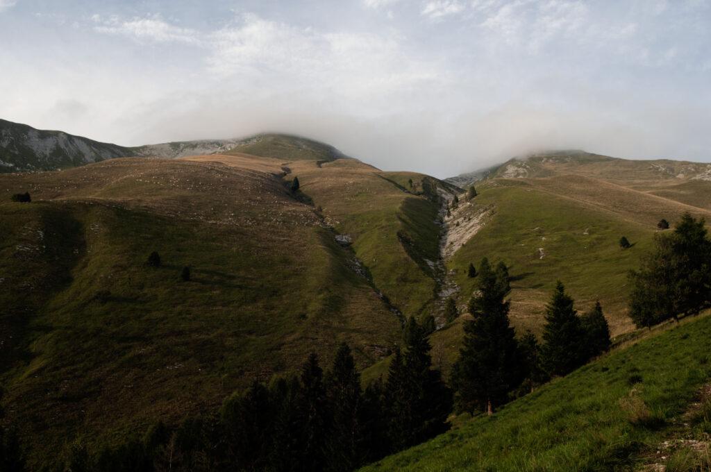 il monte serva versante meridionale con i suoi prati