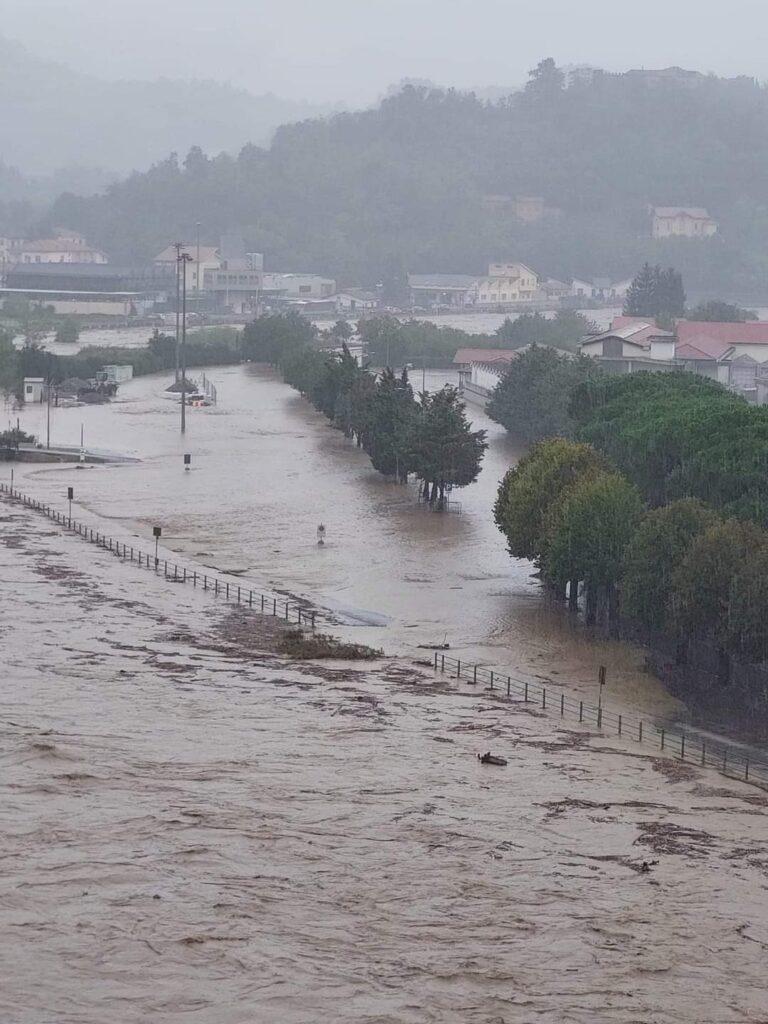Alluvione 4 ottobre 2021  il Bormida di Spigno straripa nell'area urbana di Cairo Montenotte (SV)